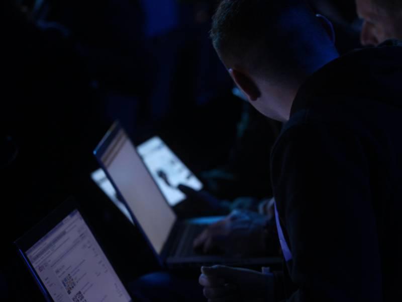 Gruenen Politiker Janecek Fuerchtet Cyber Angriffe Auf Europawahl