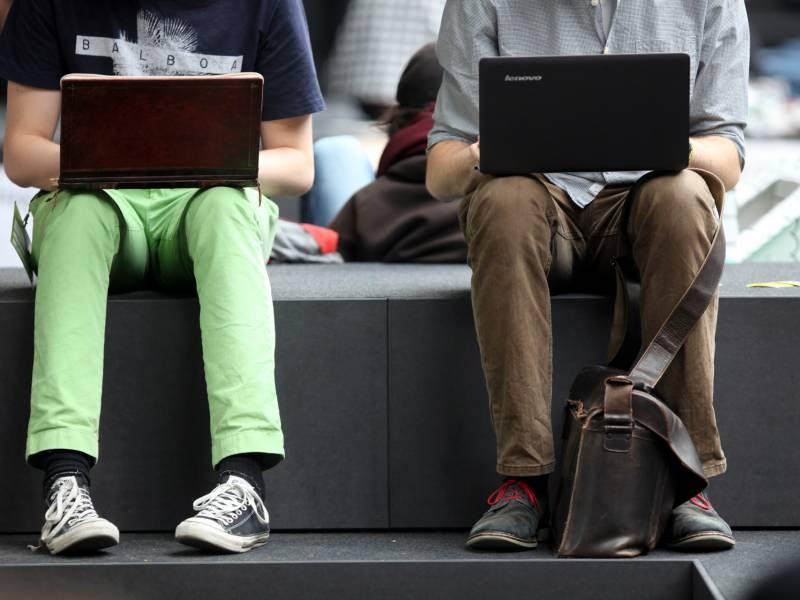 start-up-investor-besorgt-um-zukunft-von-europaeischen-internetfirmen Start-up-Investor besorgt um Zukunft von europäischen Internetfirmen Politik & Wirtschaft Überregionale Schlagzeilen Es Euro Internet Investor Junge Jungen Männer sitzen Unternehmen USA Vorschriften |Presse Augsburg