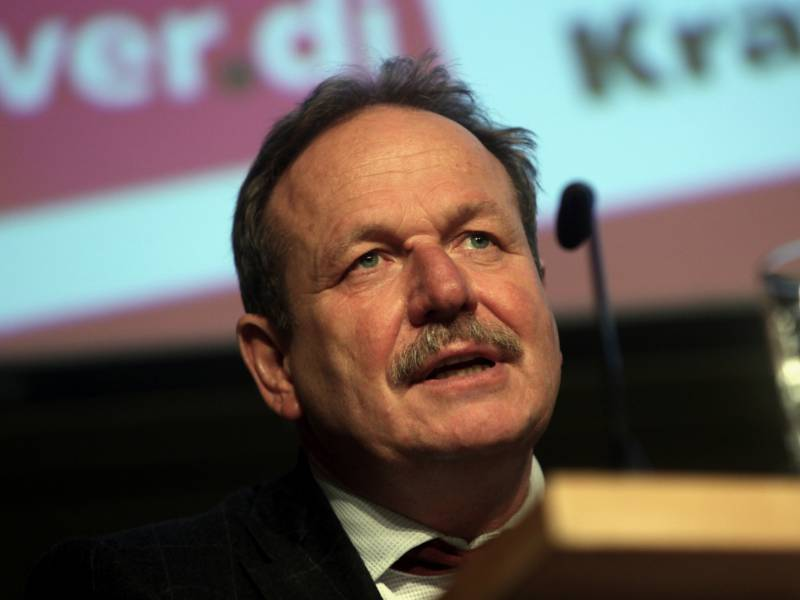 Verdi Chef Bekraeftigt Kritik An Bankenfusion