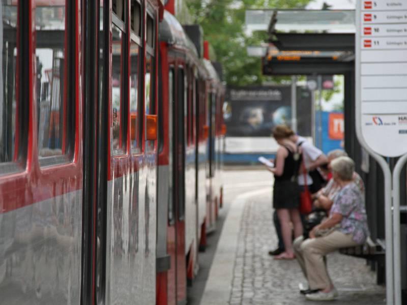 Fahrgastbefoerderungen Mit Bussen Und Bahnen Gestiegen