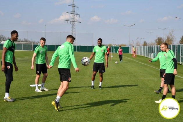 fca_training_010-630x420 Bildergalerie |Der FC Augsburg macht sich fit für Stuttgart Augsburg Stadt Bildergalerien FC Augsburg News Sport |Presse Augsburg