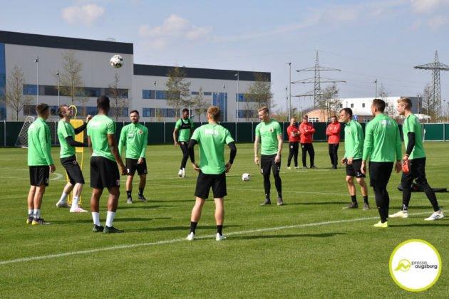 fca_training_032-630x420 Bildergalerie |Der FC Augsburg macht sich fit für Stuttgart Augsburg Stadt Bildergalerien FC Augsburg News Sport |Presse Augsburg
