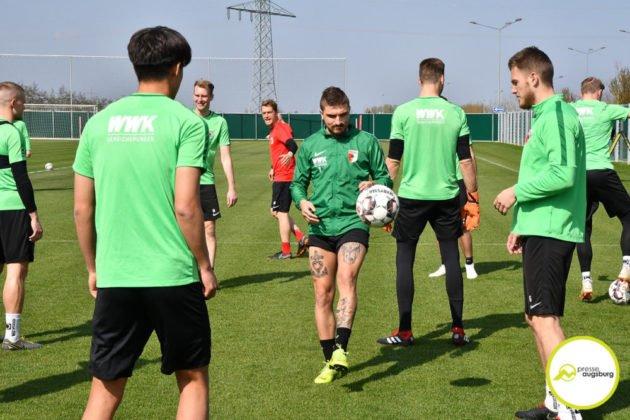 fca_training_033-630x420 Bildergalerie |Der FC Augsburg macht sich fit für Stuttgart Augsburg Stadt Bildergalerien FC Augsburg News Sport |Presse Augsburg