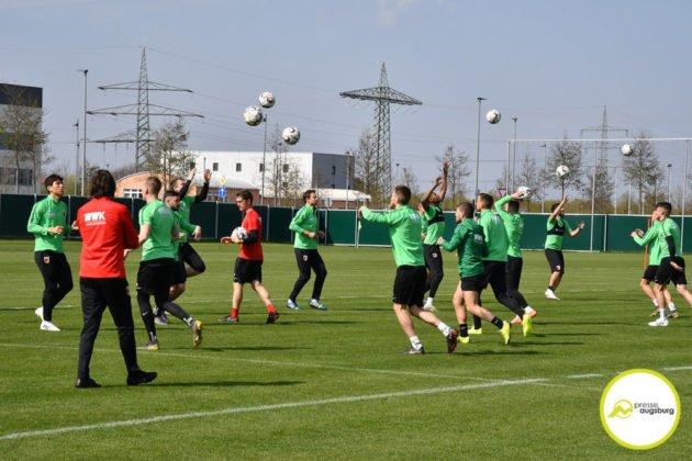 fca_training_036-630x420 Bildergalerie |Der FC Augsburg macht sich fit für Stuttgart Augsburg Stadt Bildergalerien FC Augsburg News Sport |Presse Augsburg