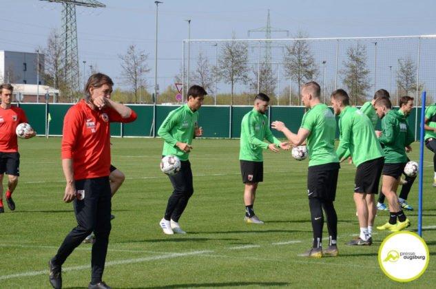 fca_training_045-633x420 Bildergalerie |Der FC Augsburg macht sich fit für Stuttgart Augsburg Stadt Bildergalerien FC Augsburg News Sport |Presse Augsburg