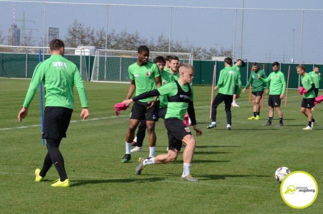 fca_training_054-634x420 Bildergalerie |Der FC Augsburg macht sich fit für Stuttgart Augsburg Stadt Bildergalerien FC Augsburg News Sport |Presse Augsburg