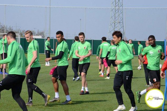 fca_training_055-633x420 Bildergalerie |Der FC Augsburg macht sich fit für Stuttgart Augsburg Stadt Bildergalerien FC Augsburg News Sport |Presse Augsburg