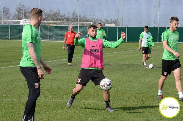 fca_training_061-633x420 Bildergalerie |Der FC Augsburg macht sich fit für Stuttgart Augsburg Stadt Bildergalerien FC Augsburg News Sport |Presse Augsburg