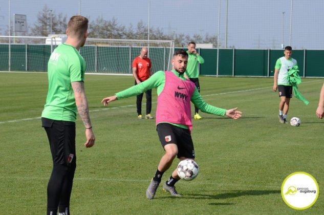 fca_training_062-633x420 Bildergalerie |Der FC Augsburg macht sich fit für Stuttgart Augsburg Stadt Bildergalerien FC Augsburg News Sport |Presse Augsburg