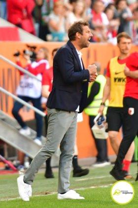 fca_vfb_018-280x420 Nach 0:6-Pleite in Augsburg |VfB Stuttgart trennt sich von Markus Weinzierl Sport Überregionale Schlagzeilen entlassung Markus Weinzierl |Presse Augsburg