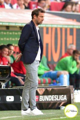 fca_vfb_041-280x420 Nach 0:6-Pleite in Augsburg |VfB Stuttgart trennt sich von Markus Weinzierl Sport Überregionale Schlagzeilen entlassung Markus Weinzierl |Presse Augsburg