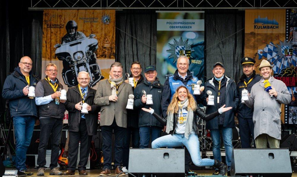 sternfahrt_2 Dem Wetter zum Trotz: 19. Motorradsternfahrt lockte Tausende nach Kulmbach Überregionale Schlagzeilen Vermischtes Kulmbach Motorradsternfahrt |Presse Augsburg