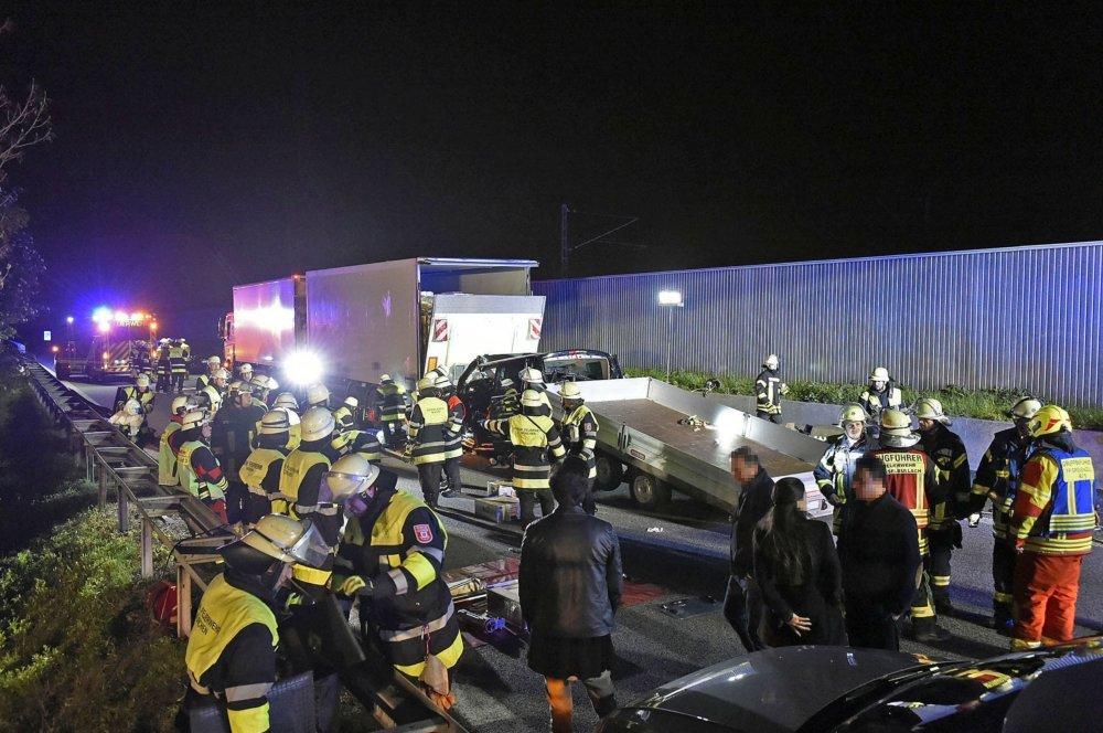 2019_05_16_A99RichtungSalzburg_063_presse Schwerer Verkehrsunfall mit einem Verletzten auf der Eschenrieder Spange Bayern Vermischtes A99 Eschenrieder Spange Feuerwehr LKW Unfall |Presse Augsburg