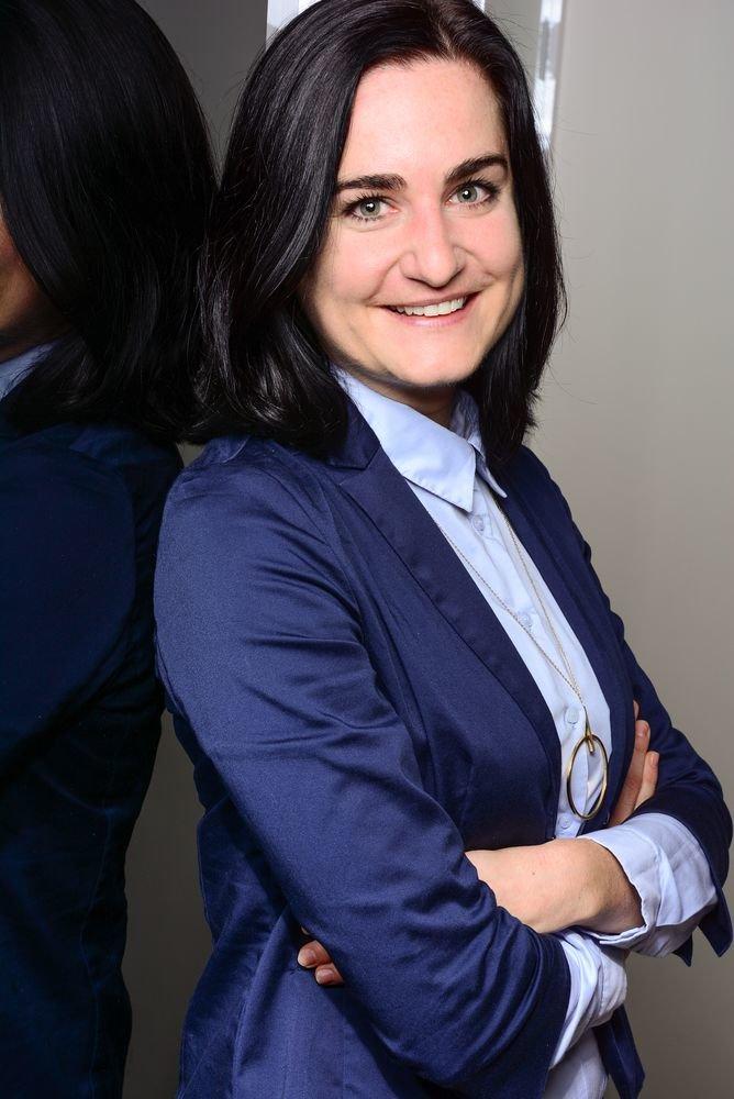 Annemarie Cizmadia1