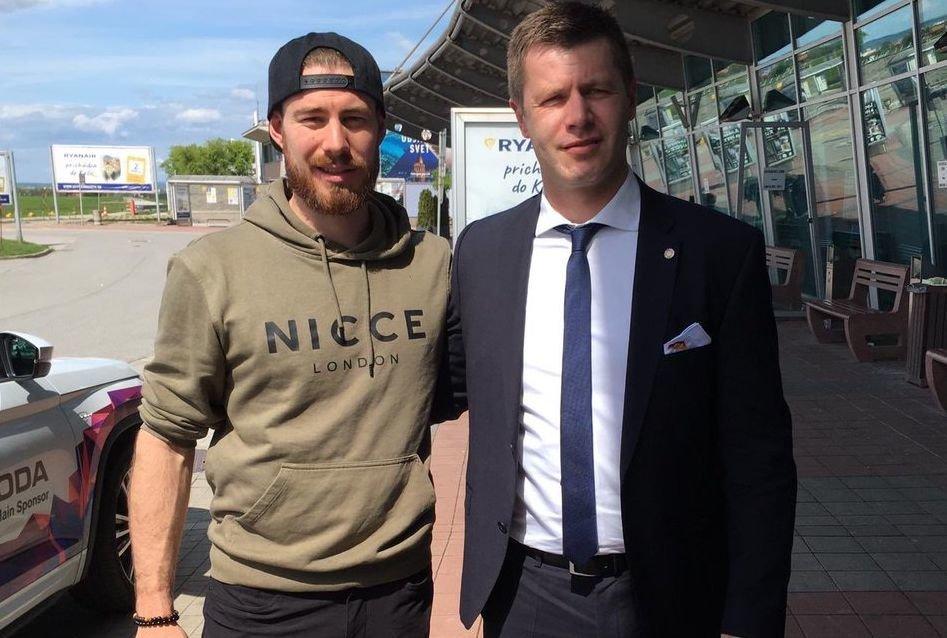 Grubauer_Ankunft NHL-Keeper verstärkt DEB-Auswahl - Grubauer äußert sich nach seiner Ankunft Sport Überregionale Schlagzeilen Colorado Avalanche DEB Grubauer WM |Presse Augsburg