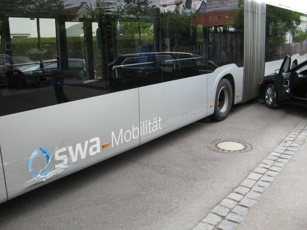 IMG_8803 5 Verletzte bei Kolission zwischen Bus und PKW in Augsburg-Haunstetten Augsburg Stadt News Newsletter Polizei & Co Augsburg Haunstetten Unfall |Presse Augsburg