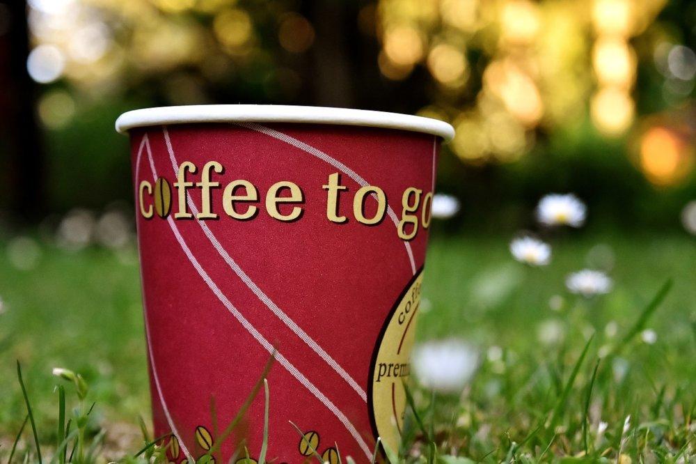 coffee-2390905_1280 5.300 verbrauchte Einwegbecher pro Minute: Deutsche Umwelthilfe fordert Abgabe und verbindliches Reduktionsziel Überregionale Schlagzeilen |Presse Augsburg