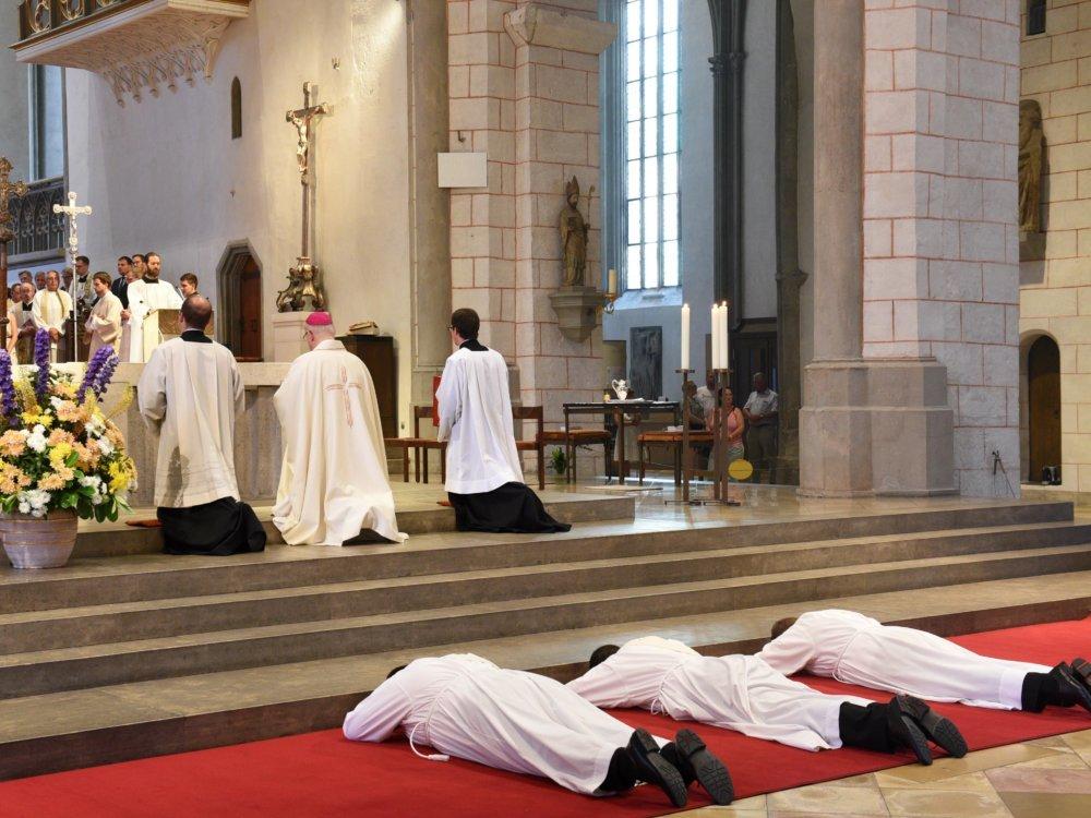Im Augsburger Dom Wurden Heute Drei Diakone Zu Priestern Geweiht. Foto Simone Zwikirsch Pba