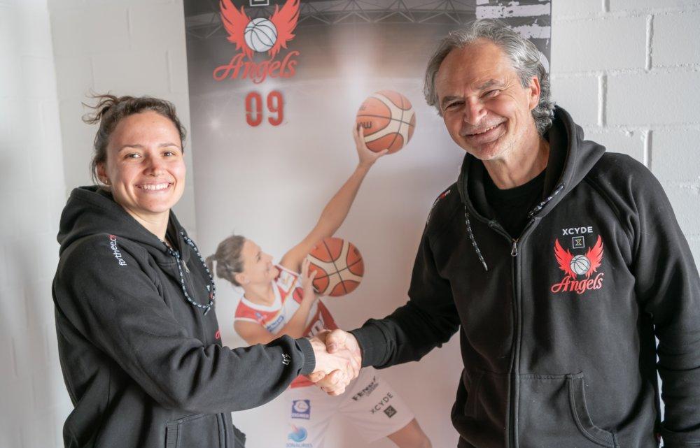 Magaly-Meynadier-signing Nördlingen   Magaly Meynadier bleibt ein weiteres Jahr bei den Angels Basketball News Donau-Ries News Sport Angels Donau-Ries Angels Nördlingen Magaly Meynadier XCYDE Angels  Presse Augsburg