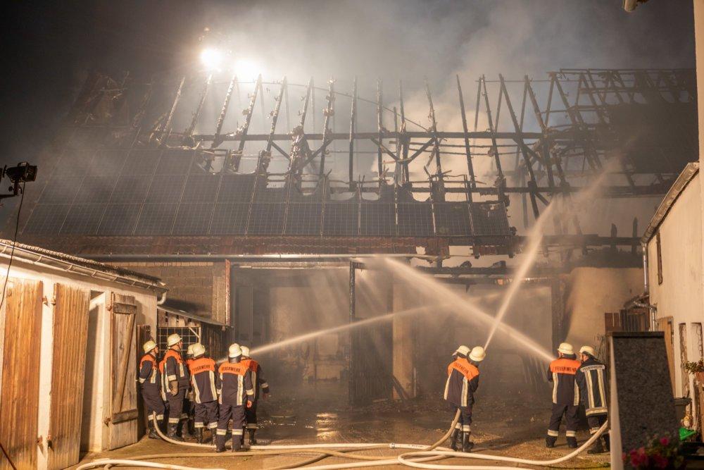 n5_190531_ID15611_16 Donau-Ries | Scheune wird Raub der Flammen - etwa 250.000 Euro Schaden Donau-Ries News Polizei & Co Bauernhof Brand Feuer Scheune Wolferstadt |Presse Augsburg