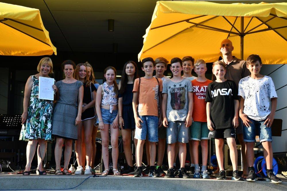 Bildquelle Johannes Hornberger Gruppenbild Prämierung Gym Königsbrunn