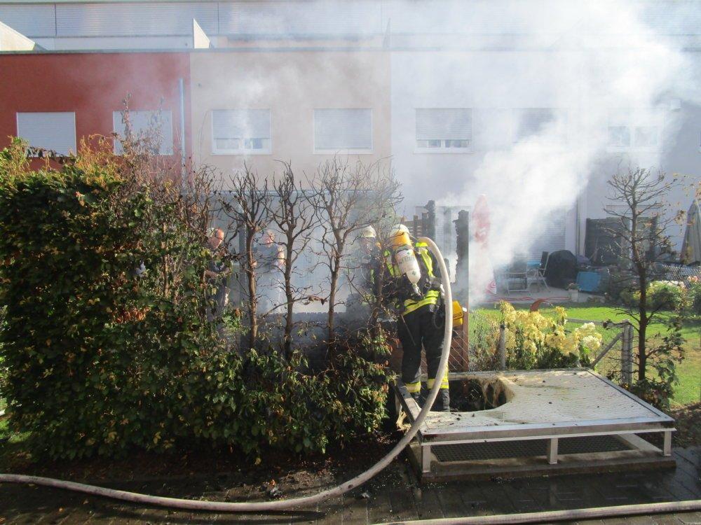 IMG_0228 Pfersee |Gartenhütte fängt Feuer - Feuerwehr verhindert Schlimmeres Augsburg Stadt News Newsletter Polizei & Co Brand Einsatz Feuer Feuerwehr Pfersee |Presse Augsburg