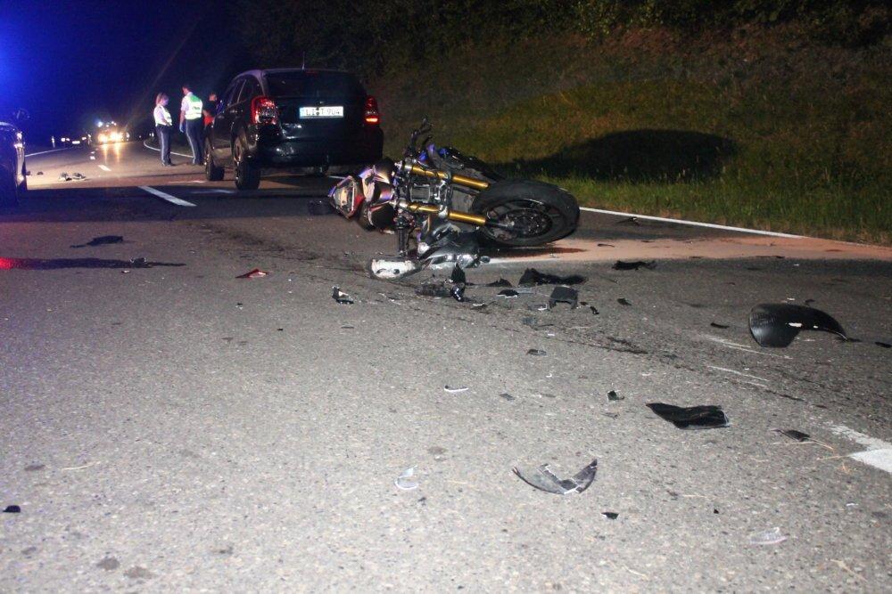 IMG_7139 Kreis Lindau   Motorradfahrer verursacht schweren Verkehrsunfall und wird von Auto überrollt Landkreis Lindau Polizei & Co Auto Hubschrauber Motorrad Polizei Schönau Unfall Unterreitnau  Presse Augsburg