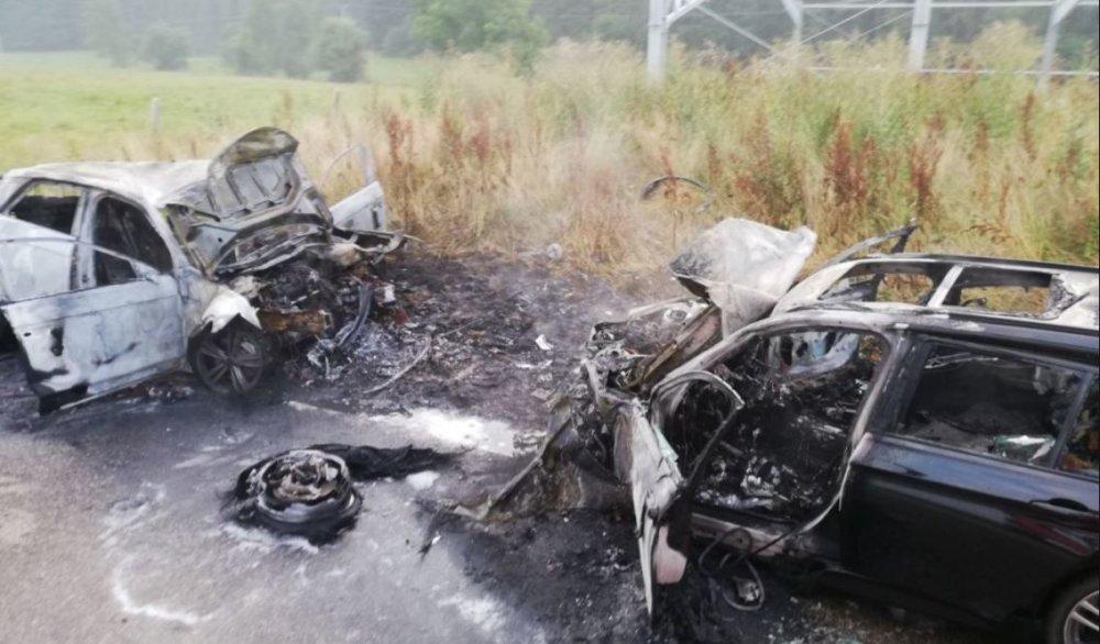 Unbenannt-46 Unterallgäu   Autos gehen nach Frontalzusammenstoß in Flammen auf - drei Personen schwer verletzt News Polizei & Co Unterallgäu Frontalzusammenstoss Hawangen Unfall Ungerhausen  Presse Augsburg