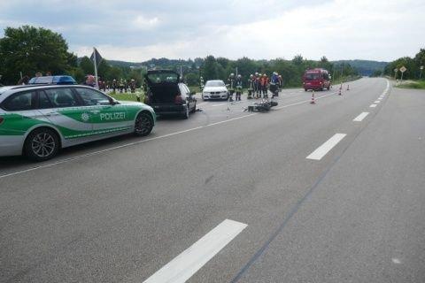 VUKrad01 B25/Harburg | Autofahrer verliert Kontrolle über den Wagen und erfasst Motorradfahrerin Donau-Ries News Polizei & Co Auto B25 Ebermergen Harburg Krankenwagen Motorrad Polizei Unfall |Presse Augsburg