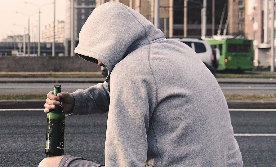 alkohol-betrunken Lauingen | Betrunkener 17-Jähriger greift Polizisten bei Kontrolle an - Beamter wird verletzt Dillingen News Polizei & Co Betrunkener Jugendlicher Lauingen Polizei |Presse Augsburg