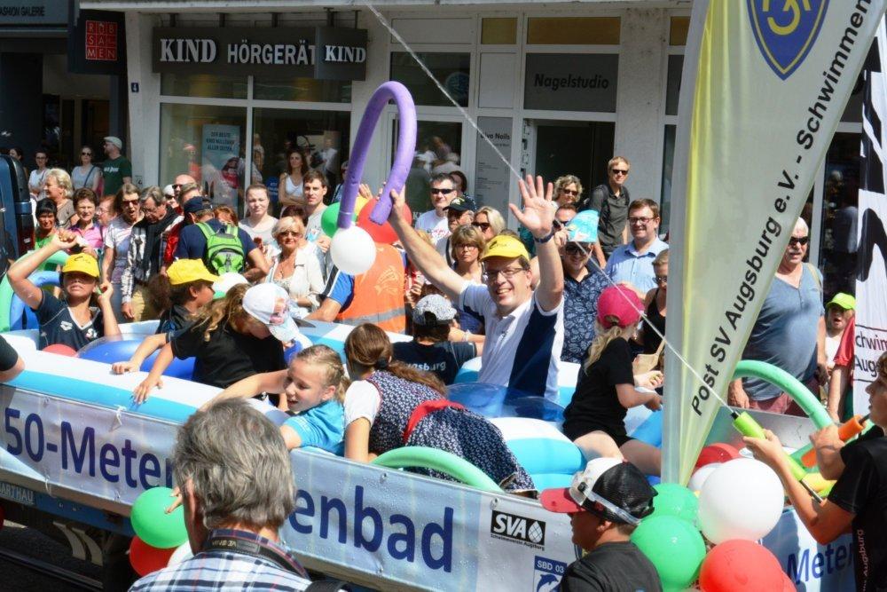 DSC7565-Plärrerumzug-Foto-Jörg-Zitzelsberger-50-Prozent Sportreferent und Vereine sind uneins über den Zukunftsplan für die Augsburger Schwimmbäder Augsburg Stadt News Newsletter Politik Sport Bäder Schwimmen Augsburg Wurm |Presse Augsburg