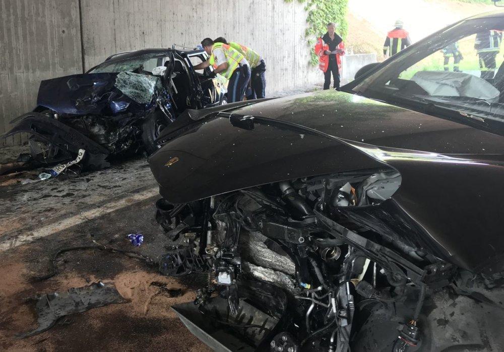 Foto-02.08.19-17-18-52 83-jähriger Porsche-Fahrer verursacht tödlichen Verkehrsunfall auf der B31 bei Lindau Landkreis Lindau News Newsletter B31 Lindau Polizei Porsche Sperre Staui Tödlicher Unfall Unfall  Presse Augsburg