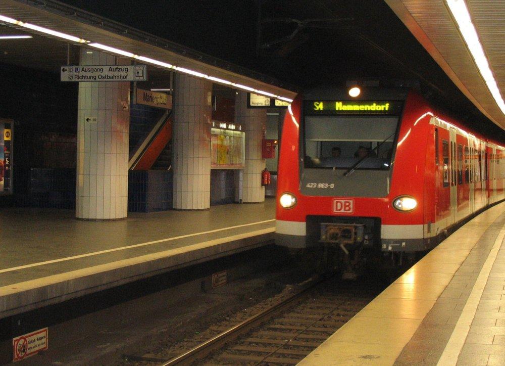 S-bahn-muenchen Lebensretter begeben sich in Münchner S-Bahn selbst in Lebensgefahr Bayern Vermischtes alter Mann Feuerwehr Gleise Marienplatz München Rentner Retter S-Bahn Unfall |Presse Augsburg