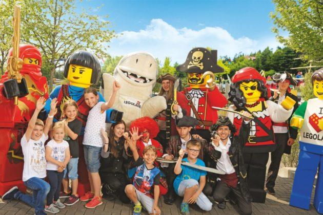 legoland_walking_character-2-630x420 Gewinnspiel | Kino-Helden hautnah im LEGOLAND® Deutschland Bildergalerien Gewinnspiele Günzburg Im Fokus News Newsletter Ausflug Freizeitpark Günzburg Kinder LEGO Legoland Legoland Deutschland Schwaben |Presse Augsburg