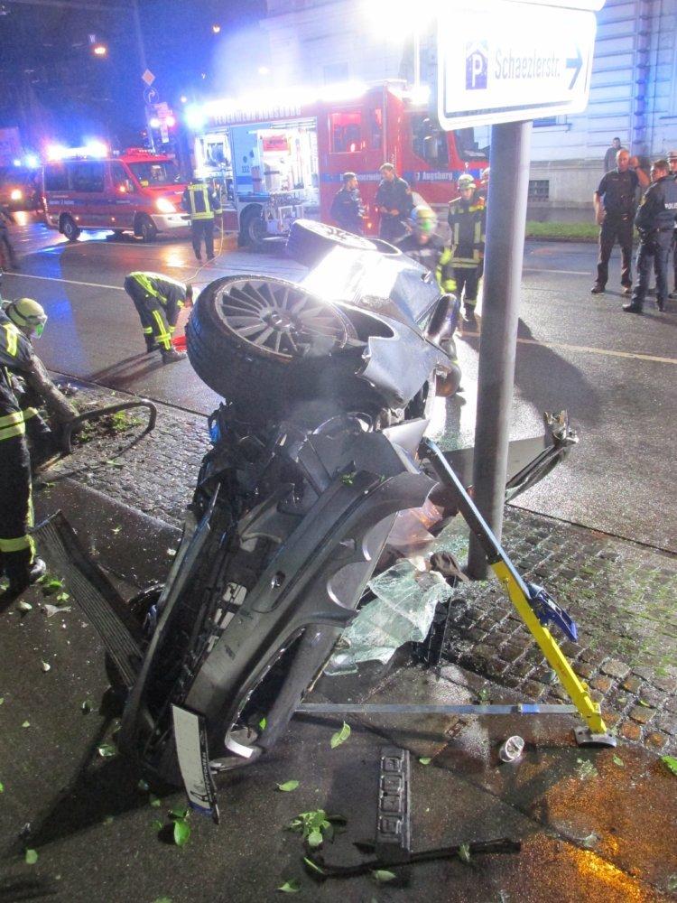 vu-2 Augsburger Innenstadt |Zwei schwere Verkehrsunfälle in kurzer Zeit Augsburg Stadt News Newsletter Polizei & Co Augsburg Blaue Kappe Unfall |Presse Augsburg