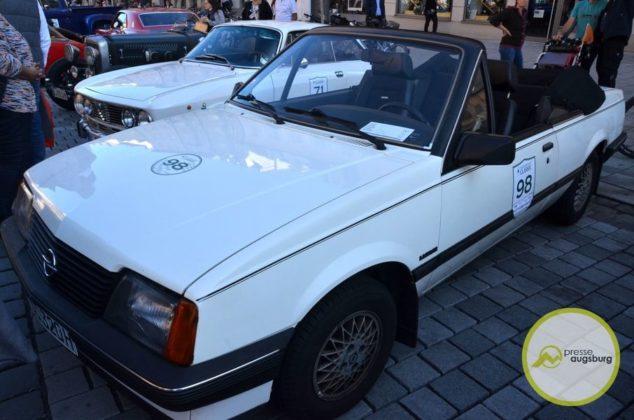 20190929_fuggerstadtclassic26.JPG-634x420 Bildergalerie | 5. Fuggerstadt Classic lockte tausende Besucher nach Augsburg und an die Strecke Bildergalerien Freizeit News Fuggerstadt Classic Oldtimer-Rallye |Presse Augsburg