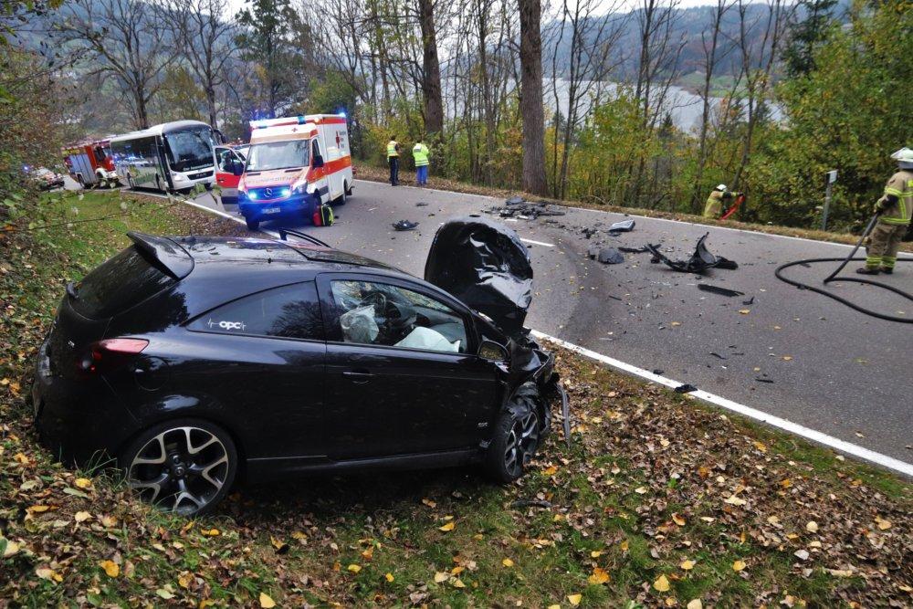 IMG_1121 Betrunkener 20-Jähriger verursacht schweren Unfall bei Immenstadt und flüchtet zu Fuß News Oberallgäu Polizei & Co Immenstadt Opel Unfall Zaumberg |Presse Augsburg