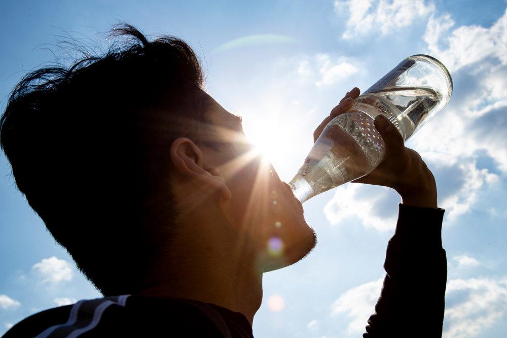 NGG-Glasperlflasche Augsburg könnte pro Jahr 29 Millionen Plastikflaschen sparen Augsburg Stadt Augsburg-Stadt News Newsletter Wirtschaft Einweg Mehrweg NGG Plastikflaschen |Presse Augsburg