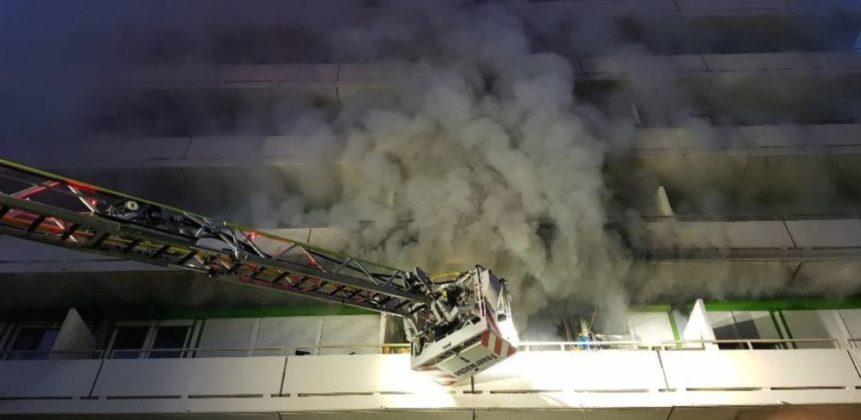 Unbenannt-2-861x420 Augsburg | Meterhohe Flammen bei Wohnungsbrand in der Rauwolffstraße Augsburg Stadt Bildergalerien News Polizei & Co Augsburg Brand Feuerwehr Flammen Rauwolffstraße |Presse Augsburg