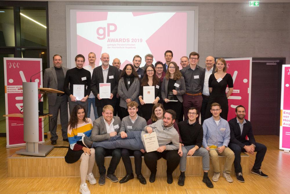 01_HSA_gP-Awards_2019_Gruppenfoto Hochschule Augsburg vergibt Preise an Studierende und Lehrende Augsburg Stadt Campus News gP Awards Hochschule Augsburg Technologiezentrum Augsburg |Presse Augsburg