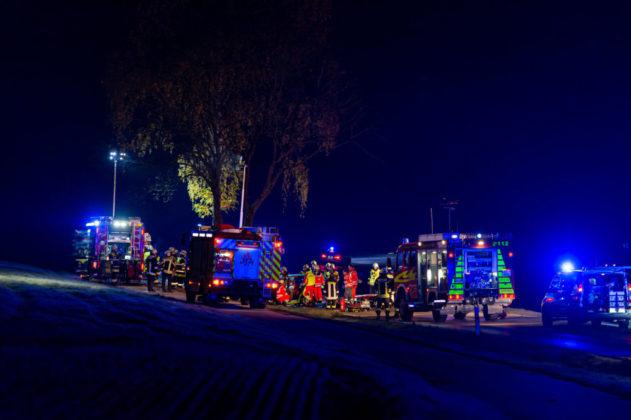 191109_VU-Ried_Baindlkirch-1-631x420 Zwischen Ried und Baindlkirch |Mann prallt gegen Baum und wird schwer verletzt Aichach Friedberg Bildergalerien News Polizei & Co |Presse Augsburg