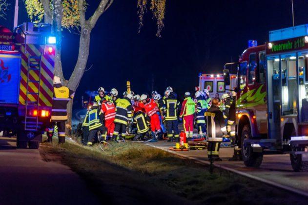 191109_VU-Ried_Baindlkirch-2-631x420 Zwischen Ried und Baindlkirch |Mann prallt gegen Baum und wird schwer verletzt Aichach Friedberg Bildergalerien News Polizei & Co |Presse Augsburg