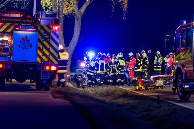 191109_VU-Ried_Baindlkirch-3-631x420 Zwischen Ried und Baindlkirch |Mann prallt gegen Baum und wird schwer verletzt Aichach Friedberg Bildergalerien News Polizei & Co |Presse Augsburg