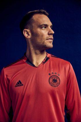 dfb-trikot-adidas-euro2020-em2-280x420 EM-Look fürs DFB-Team: Weißes Shirt mit «Nadelstreifen» Bildergalerien Sport Überregionale Schlagzeilen Videos adidas DFB EM Euro2020 Trikot  Presse Augsburg