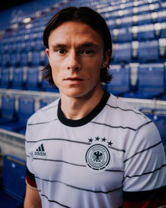 dfb-trikot-adidas-euro2020-em4-336x420 EM-Look fürs DFB-Team: Weißes Shirt mit «Nadelstreifen» Bildergalerien Sport Überregionale Schlagzeilen Videos adidas DFB EM Euro2020 Trikot  Presse Augsburg