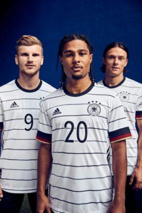 dfb-trikot-adidas-euro2020-em9-280x420 EM-Look fürs DFB-Team: Weißes Shirt mit «Nadelstreifen» Bildergalerien Sport Überregionale Schlagzeilen Videos adidas DFB EM Euro2020 Trikot  Presse Augsburg