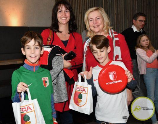 2019-12-14-FCA-Kids-Club-12-von-64.jpeg-534x420 Galerie | Weihnachtsfeier beim FCA KidsClub Augsburg Stadt Bildergalerien FC Augsburg News Sport FC Augsburg FCA FCA KidsClub |Presse Augsburg