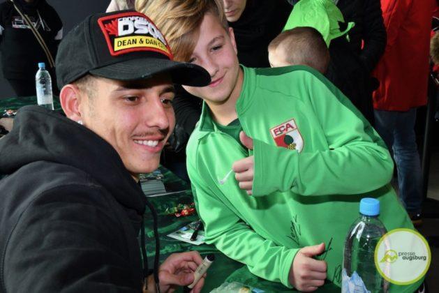 2019-12-14-FCA-Kids-Club-20-von-64.jpeg-629x420 Galerie | Weihnachtsfeier beim FCA KidsClub Augsburg Stadt Bildergalerien FC Augsburg News Sport FC Augsburg FCA FCA KidsClub |Presse Augsburg