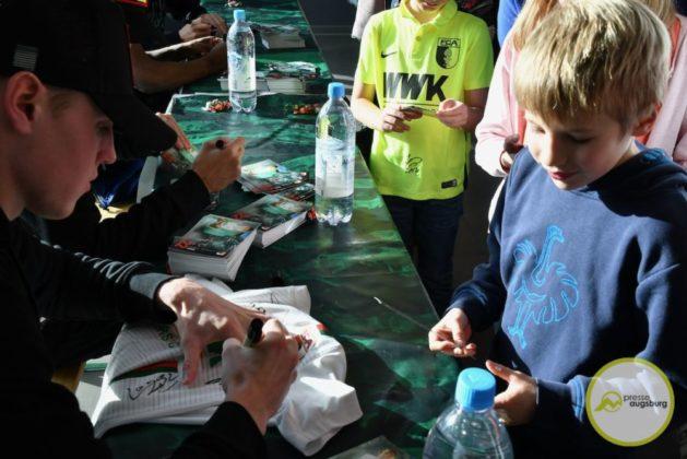 2019-12-14-FCA-Kids-Club-24-von-64.jpeg-629x420 Galerie | Weihnachtsfeier beim FCA KidsClub Augsburg Stadt Bildergalerien FC Augsburg News Sport FC Augsburg FCA FCA KidsClub |Presse Augsburg