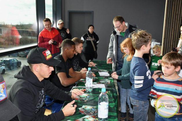 2019-12-14-FCA-Kids-Club-25-von-64.jpeg-629x420 Galerie | Weihnachtsfeier beim FCA KidsClub Augsburg Stadt Bildergalerien FC Augsburg News Sport FC Augsburg FCA FCA KidsClub |Presse Augsburg